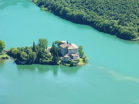 Hrad Castel Toblino na jezeře LagodiToblino