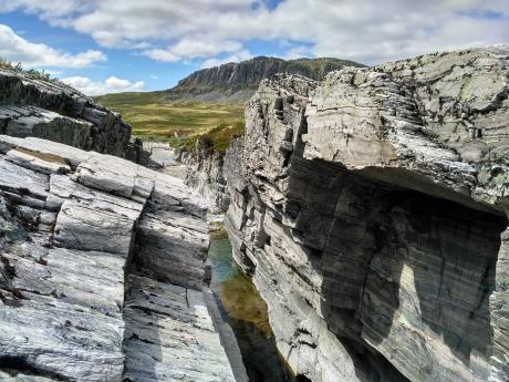 Cestou na chatu Peer Gynt míjíme fotogenický kaňon Imbertglupen