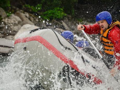 Školení instruktoři vám vysvětlí, jak zvládat divokou řeku