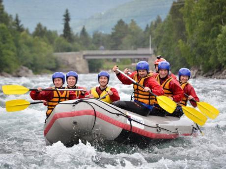 Rafting na řece Sjoa patří k vrcholným zážitkům zájezdu