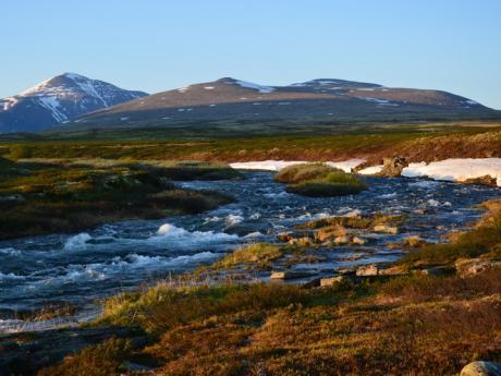 Krajina národního parku Rondane při západu slunce