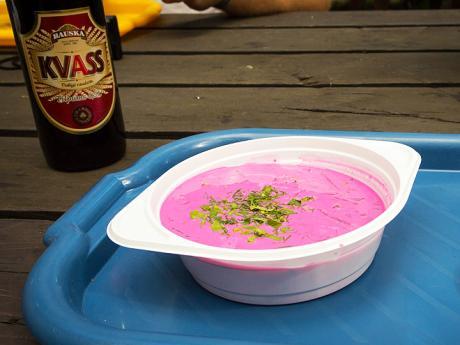 Litevská studená polévka šaltibarščiai ažitný kvas