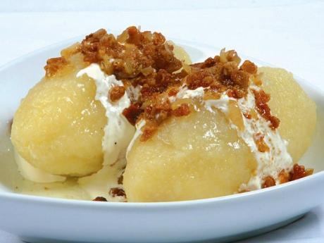 Litevské národní jídlo cepelíny - bramborové šišky plněné masem