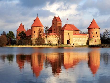 Vodní hrad Trakai leží na jezeře Galvė