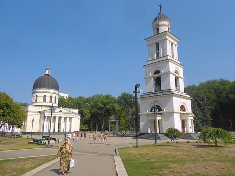 Katedrála azvonice na Národním náměstí vKišiněvě
