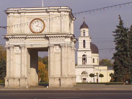 Vítězný oblouk a katedrála v Kišiněvě