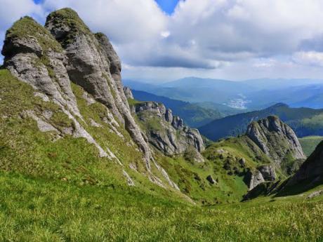 Pohoří Ciucaş tvoří usazené horniny, převážně vápenec aslepenec