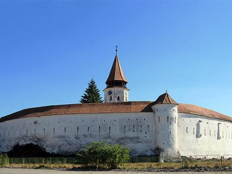 Gotický kostel vPrejmeru ze 13.století se pyšní účinným opevněním