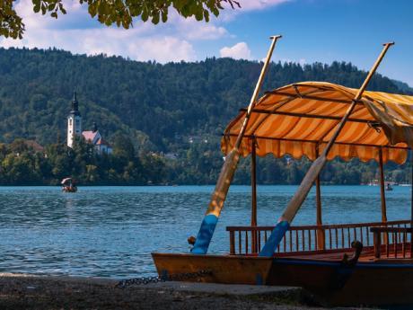 Bledské jezero je jako stvořené kprojíždkám na lodičkách