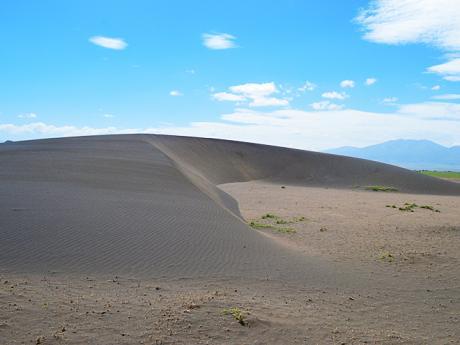 Pohyblivá písečná duna, která se podle odhadů každý rok posune occa 17m