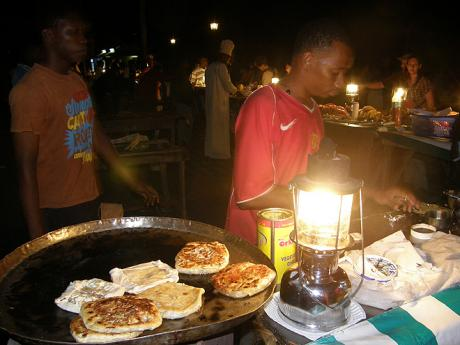 "Příprava ""Zanzibar pizza"" ve Forodhani Gardens"