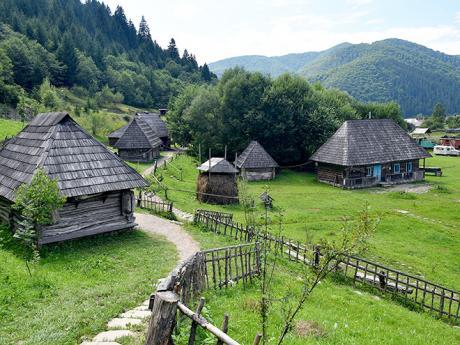 Půvabné dřevěné domky v koločavském skanzenu Stare selo