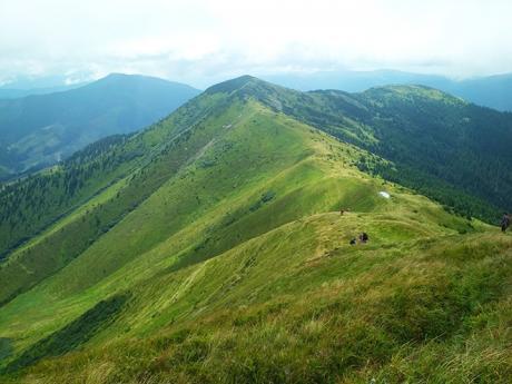 Majestátní hřeben klesající z vrcholu Strymba