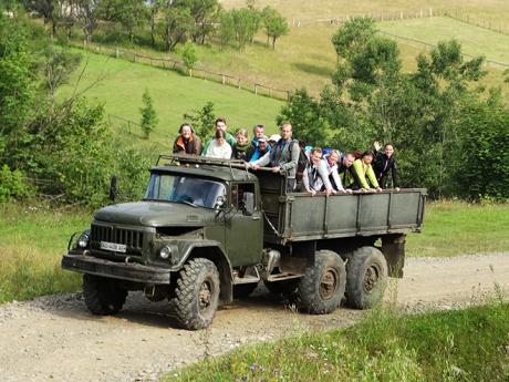 Jízda na korbě ukrajinského gruzaviku patří kzábavným zážitkům