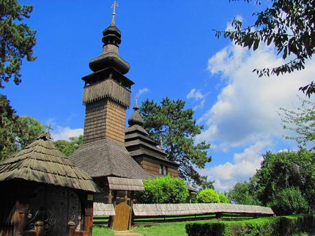 Dřevěný kostelík svatého Michala vužhorodském skanzenu