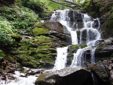 Kaskádovitý vodopád Šipot je vysoký 24m